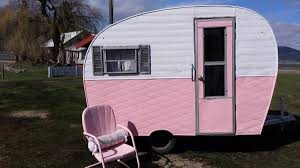 Seeking Trailer Fr 1954 Arrow Converted To A Mobile Shop It S For Sale And It S Pink
