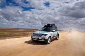 land rover discovery expedition range rover hybrid proves its worth through urban centres in