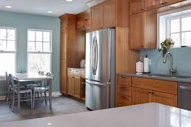 oak kitchen cabinets with stainless steel appliances best colors to go with oak cabinets kitchen design ideas