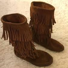 womens fringe boots size 9 79 best minnetonka moccasin boots images on moccasin