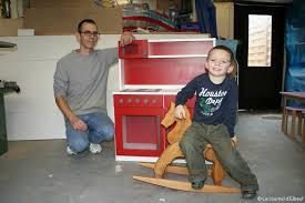 fabriquer une cuisine en bois pour enfant julien lemarié a créé sa fabrique de jouets en bois actu fr