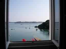 chambre des m騁iers ile de chambre avec vue de mer au débarcadère picture of