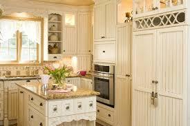 armoire de cuisine rustique décoration cuisine armoire exemples d aménagements
