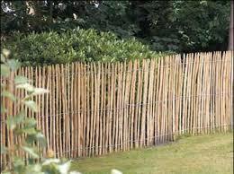 cloture de jardin pas cher barrière en bois jardin grillage plastique vert chromeleon