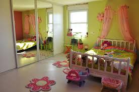 décorer la chambre de bébé deco chambre vert anis decorer decoration chambre bebe vert anis