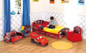 chambre b b cars deco chambre voiture lit voiture pour gar on chambre enfant avec