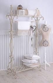 tapeten vintage mode tapetenideen garderobengestaltung on tapeten designs bad mit