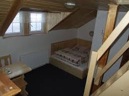 treppe zum dachboden das bett and die treppe zum dachboden im zimmer nr 4