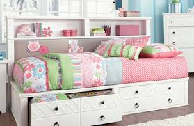 What Is The Size Of A King Bed Daybed Elegant White Daybed With Trundle And Pinky Bed Sheet For