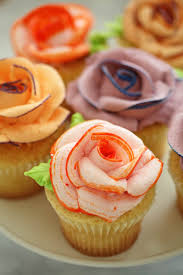 how to pipe icing roses these are beautiful the contrasting
