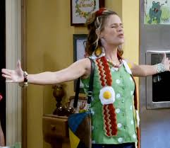 knitting pattern bacon scarf kimmy gibbler is wearing one of my bacon and egg scarves in the