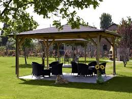 giardini con gazebo tettoie in pvc pergole e tettoie da giardino tipologie e