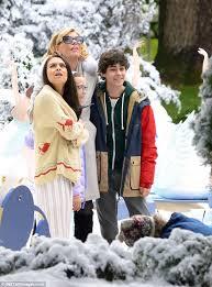 mila kunis shoots snowy scene for a bad mom u0027s christmas wstale com