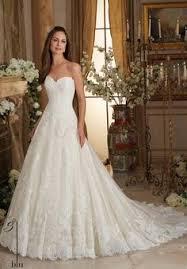 brautkleider mit langer schleppe etui brautkleid mit langer schleppe wedding dress weddings and