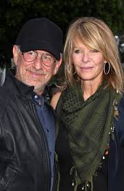 does kate capshaw have naturally curly hair steven spielberg and kate capshaw met while filming indiana jones