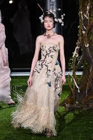 robe mariã e haute couture grazia chiuri extends haute couture collection in