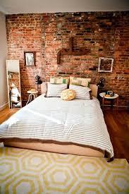 chambre avec mur en décoration chambre mur brique