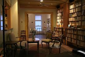 bureau d ecrivain prêt et location de salles uneq