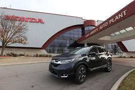 nissan rogue or honda crv 2017 honda cr v bests its rivals in fuel economy automobile magazine