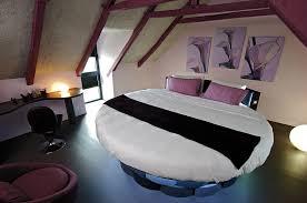 chambre avec lit rond a rodez aveyron une chambre d hôtes insolite et surprenante