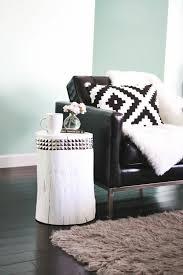plaid noir canapé plaid fausse fourrure pas cher pour le canape en cuir noir deco