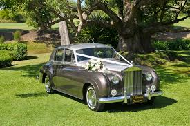 rose gold rolls royce quote for gold coast limo hire a special occasion