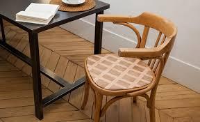 refaire l assise d une chaise comment remettre à neuf une chaise en bois