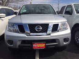 nissan frontier curb weight 2017 nissan frontier vs 2017 toyota tacoma windsor nissan