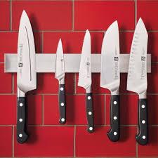 magnet for kitchen knives sur la table bar magnet sur la table