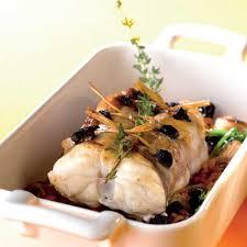 comment cuisiner une queue de lotte recette lotte rôtie aux olives noires cuisine madame figaro