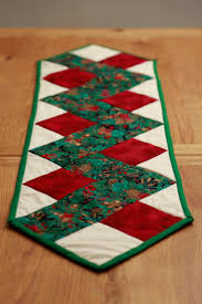 quilted christmas table runner zig zag christmas table runner
