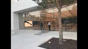paris apple store thieves steal dozens of ipads iphones from apple store at st