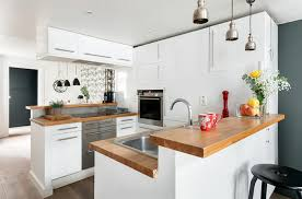 cuisine deco design le blanc en tant que fond parfait pour une déco design moderne