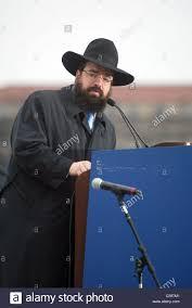 menorah hat rabbi levi shemtov friends of lubavitch host the annual lighting