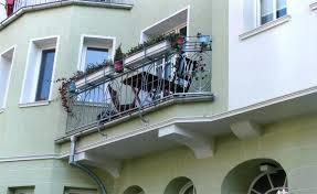 blumenkasten fã r balkon gelander blumenkasten verzinktes balkongelander mit blumenkasten