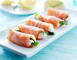 cuisiner le saumon fumé recette roulé de saumon fumé ricotta et fenouil