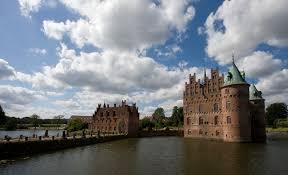 file egeskov castle denmark jpg wikimedia commons