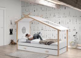 chambre cabane enfant lit cabane enfant contemporain en pin massif laqué blanc junior