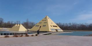 man builds pyramids of giza replica for his family to live in