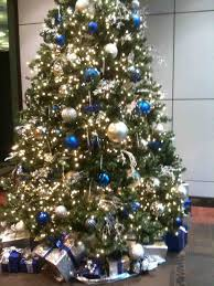 white christmas tree blue gold decorations blue and white elegant