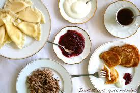 cuisine traditionnelle russe petit déjeuner russe vareneki sirniki et kacha invitations