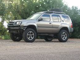 lifted nissan frontier white nissan xterra 2in body lift installation xterra pinterest