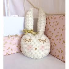 d orer chambre fille doudou gisèle la lapine trop noeud doré decoration doudous