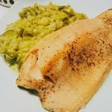 cuisiner filet de truite filet de truite saumonée au four et stoemp recette de filet de