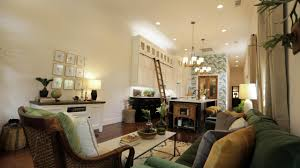hgtv u0027s small house big easy stylish new orleans living in 1000