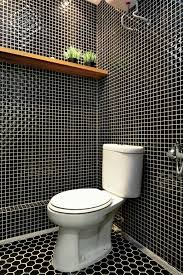 desain kamar mandi warna hitam putih warna hitam untuk kamar mandi mungil bisa ideaonline