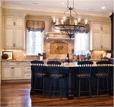 Antique White Kitchen Cabinets by Best 10 Cream Cabinets Ideas On Pinterest Cream Kitchen