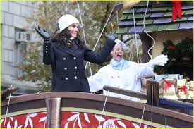 2014 thanksgiving parade idina menzel u0026 allison williams bring holiday cheer at macy u0027s