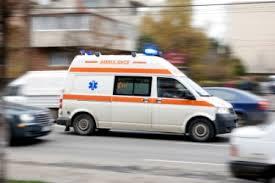 larawan ng ambulansyang nasa highway