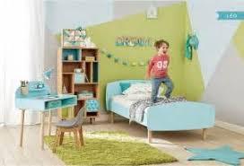 bureau oui oui impressionnant chambre enfant avec bureau 19 sticker oui oui et
